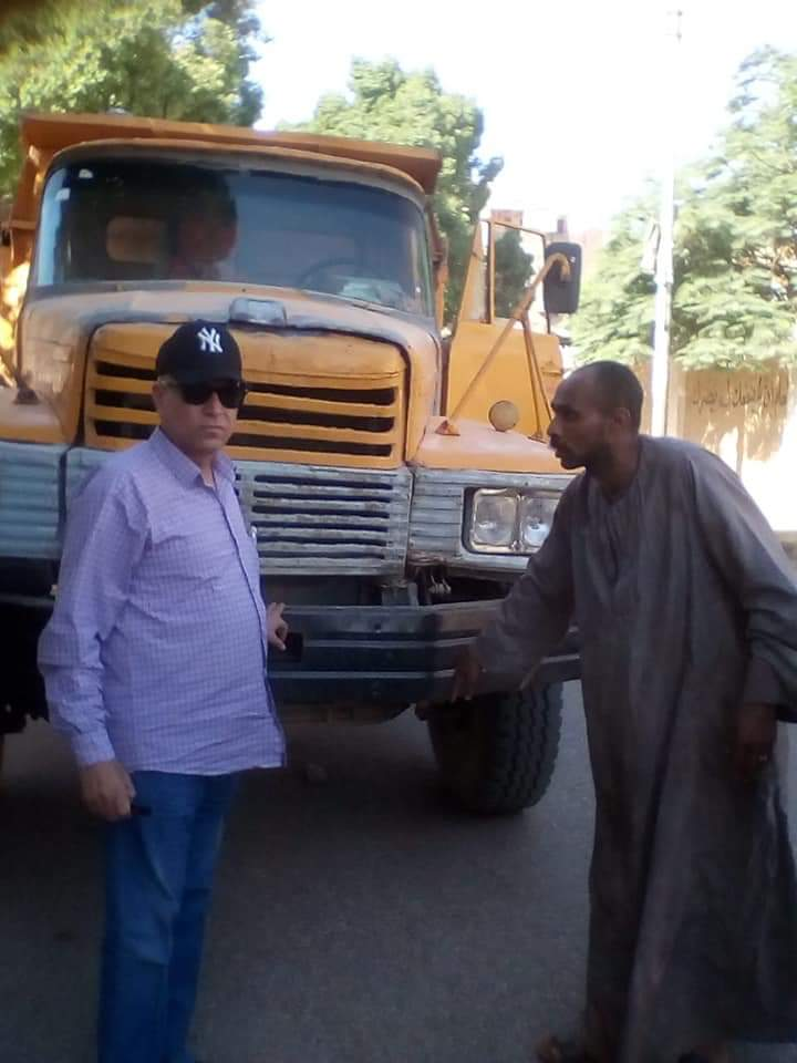 رئيس مدينة إدفو بأسوان ينظم حركة المرور ويتابع التزام النقل الثقيل (4)