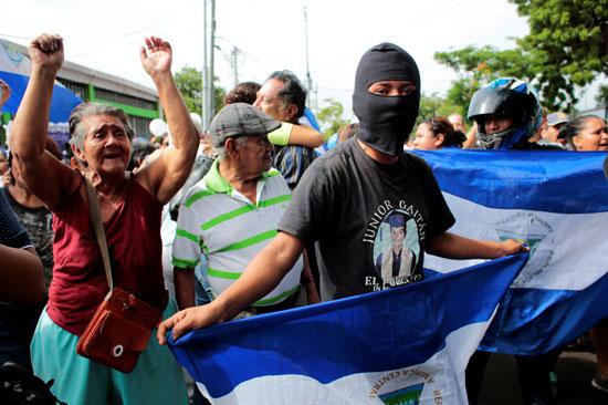 أعلام نيكاراجوا والهتافات فى استقبال مسجونين نيكاراجوا
