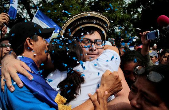 احتفالات وأحضان فى استقبال المجسونين السياسيين فى نيكاراجوا