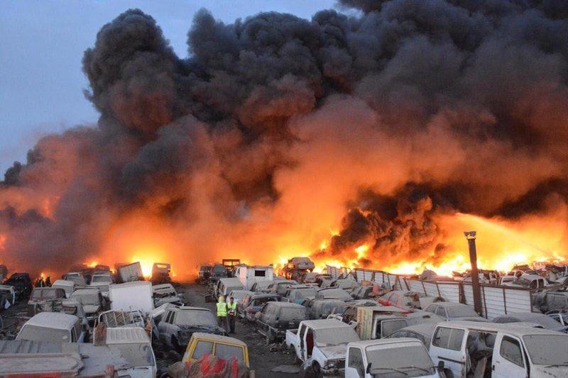 حريق فى سيارات تالفة بالسعودية
