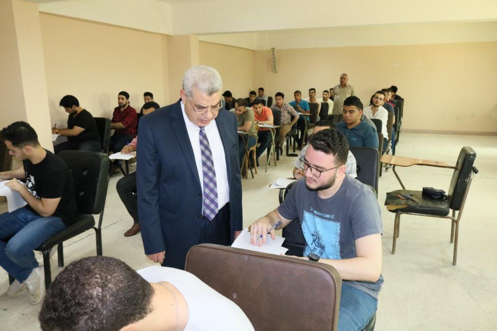 نائب رئيس جامعه طنطا يتفقد الإمتحانات