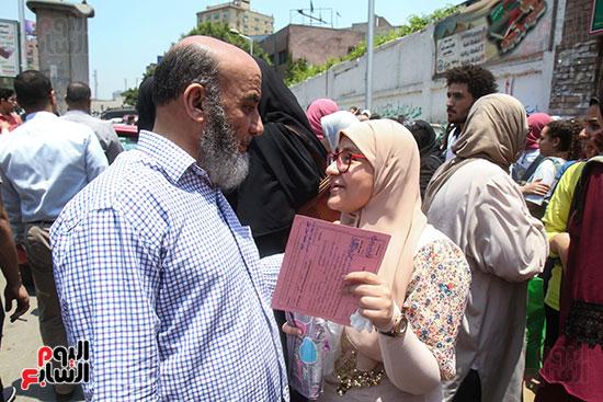 الأب-مع-إبنته-بعد-الإمتحان
