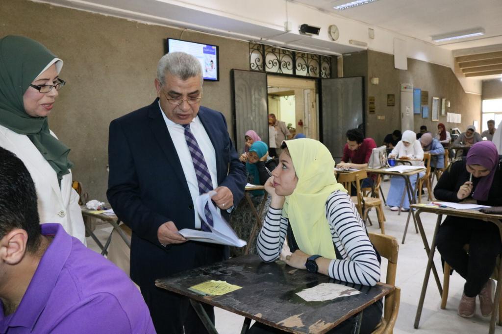 نائب رئيس جامعة طنطا يتفقد الامتحانات