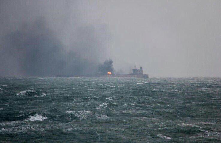 اشتعال ناقلة النفط بعد ضربها فى خليج عمان