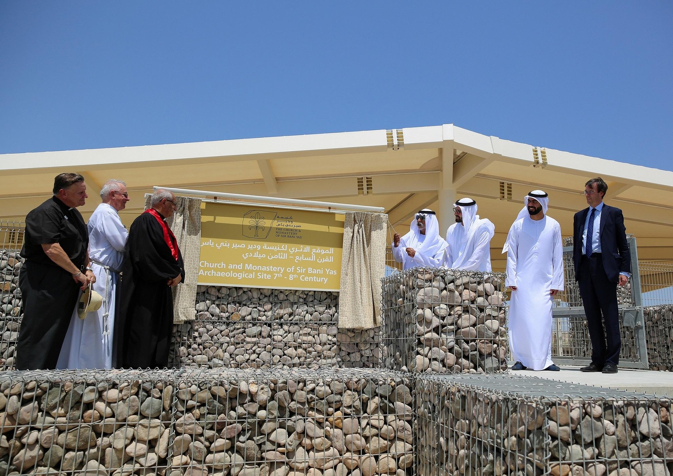 نهيان بن مبارك يدشن موقع كنيسة ودير صير بني ياس (2)