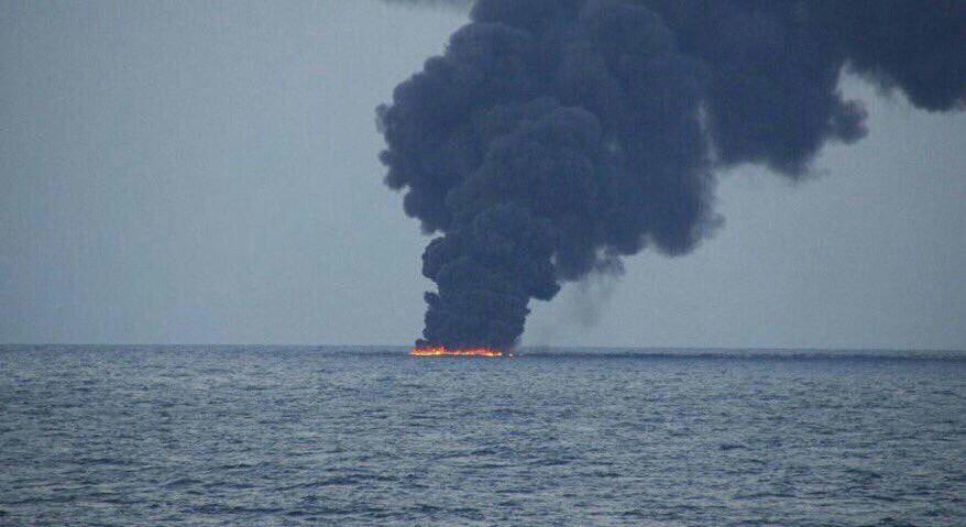 الأدخنة تملأ خليج عمان بعد ضرب ناقلتى نفط بطوربيد