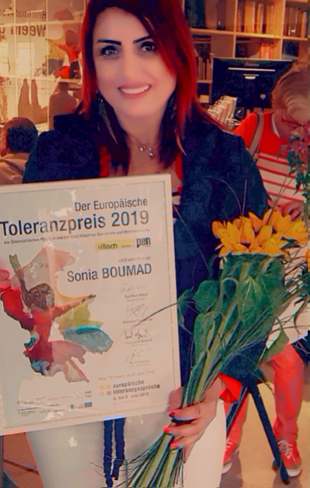 حصول الكاتبة سونيا بوماد على جائزة التسامح  (1)