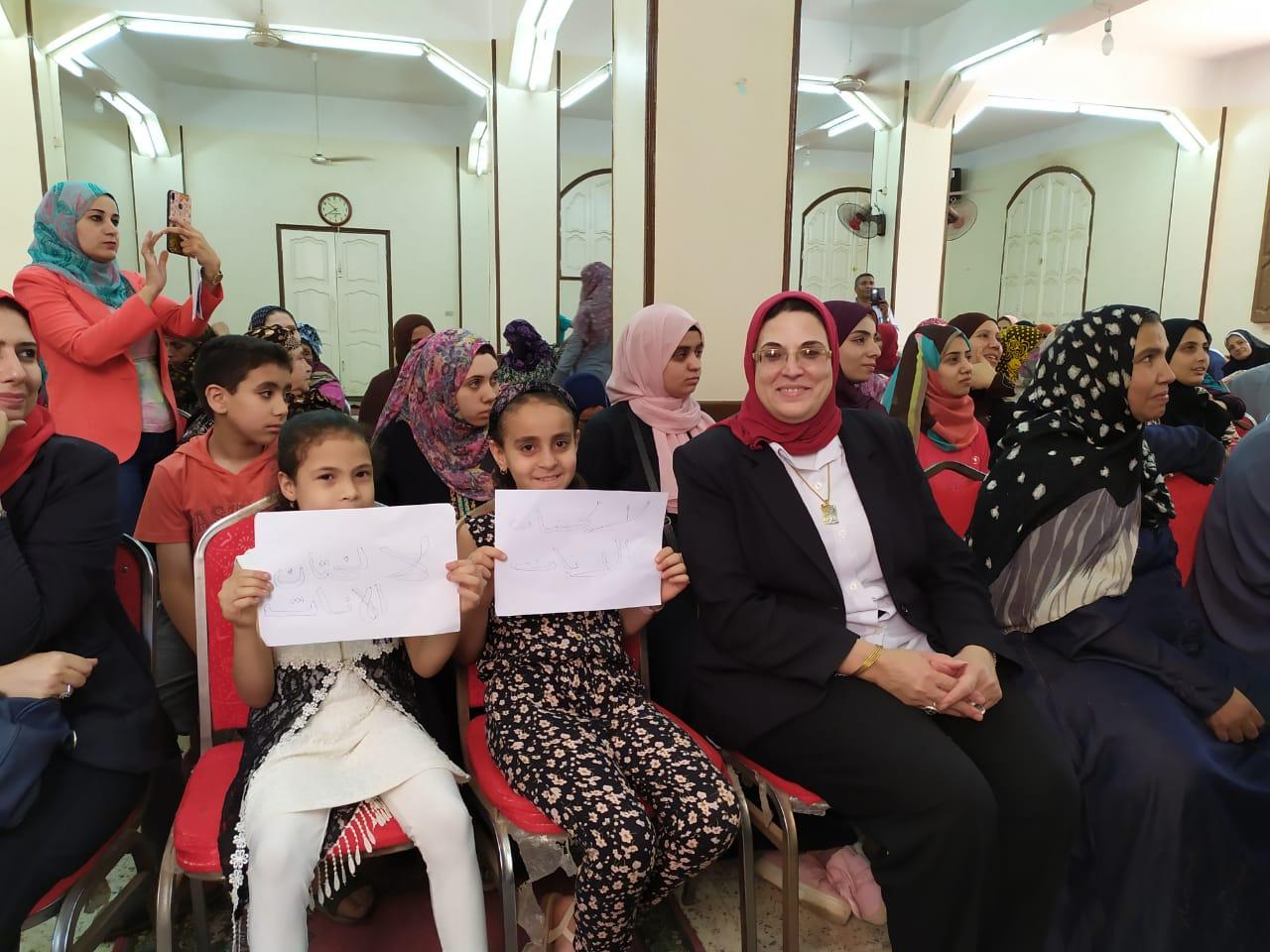 القومى للمرأة بالشرقية ينظم قوافل توعية فى اليوم الوطني لمناهضة ختان الإناث (4)