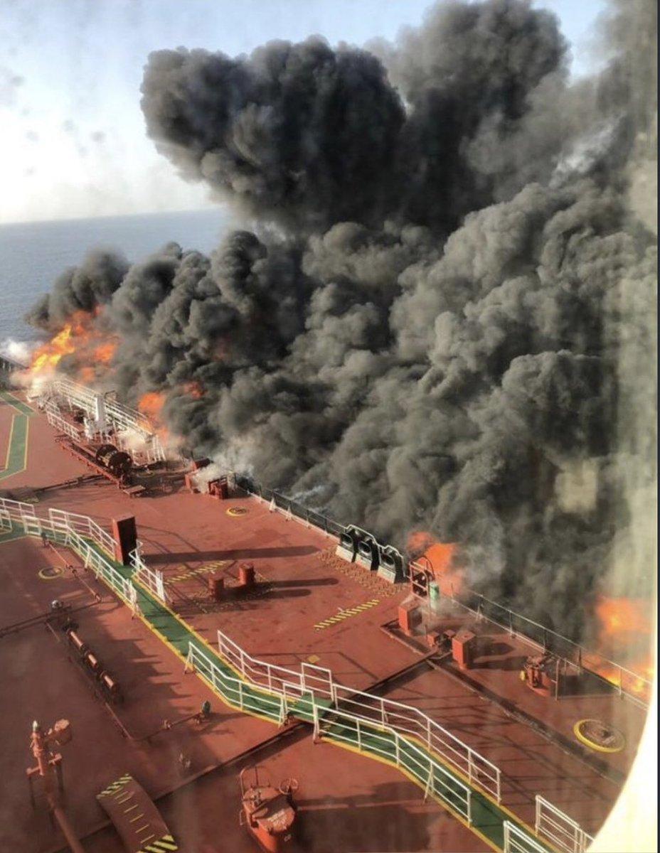 النيران تلتهم ناقلة النفط بعد ضربها فى خليج عمان بطوربيد