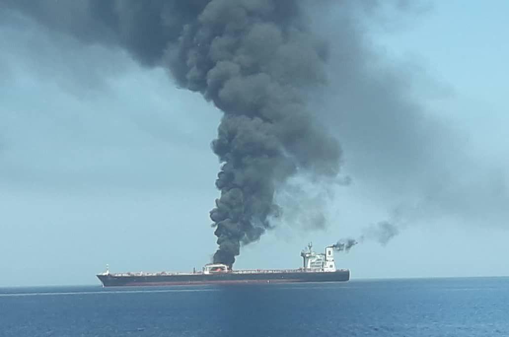 تعرض ناقلتى نفط للانفجار فى خليج عمان (11)