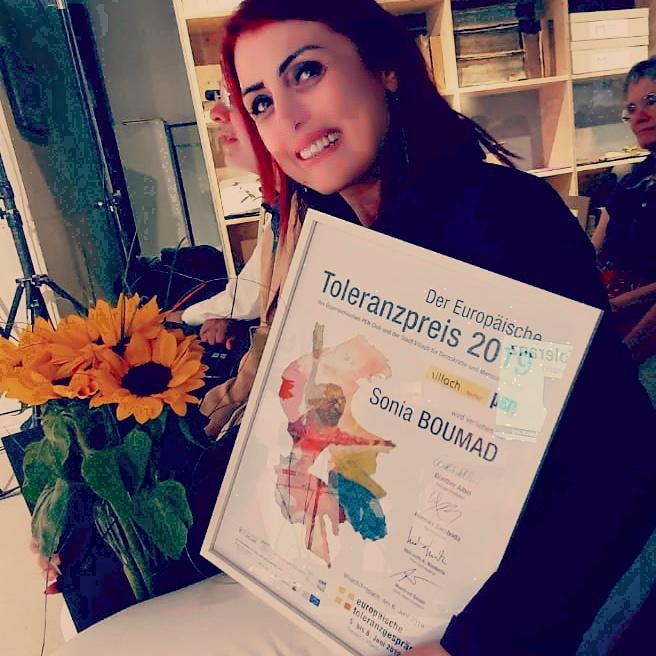 حصول الكاتبة سونيا بوماد على جائزة التسامح  (6)