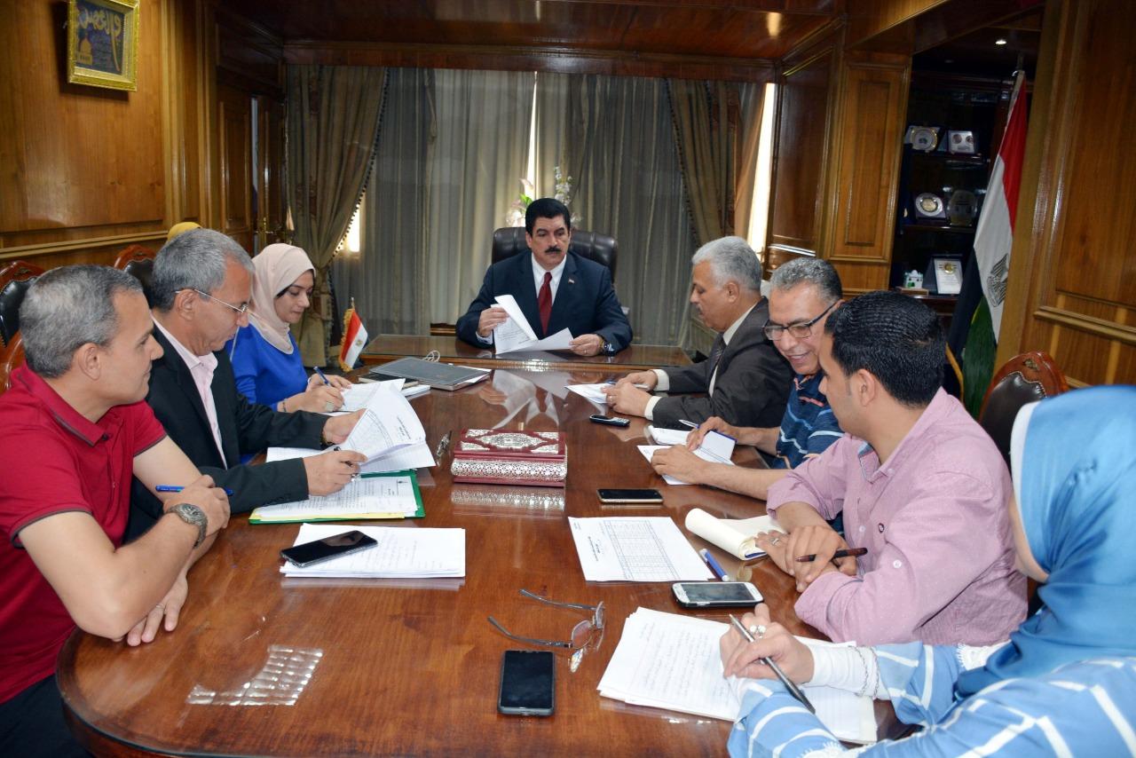جانب من اجتماع محافظ القليوبية  (2)