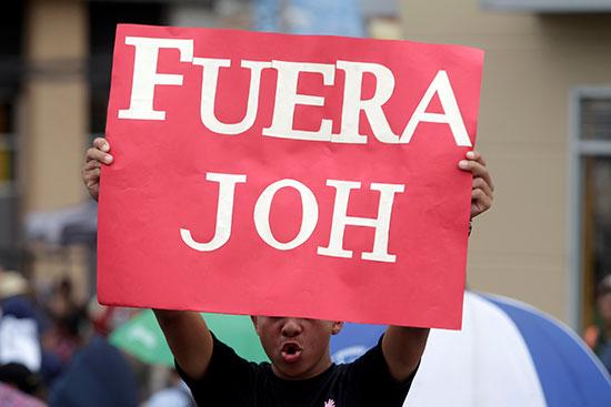 قوات مكافحة الشغب فى هندرواس تفض مظاهرة ضد الرئيس هيرنانديز (5)