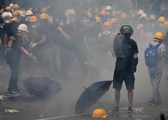 اعمال عنف فى مظاهرات هونج كونج