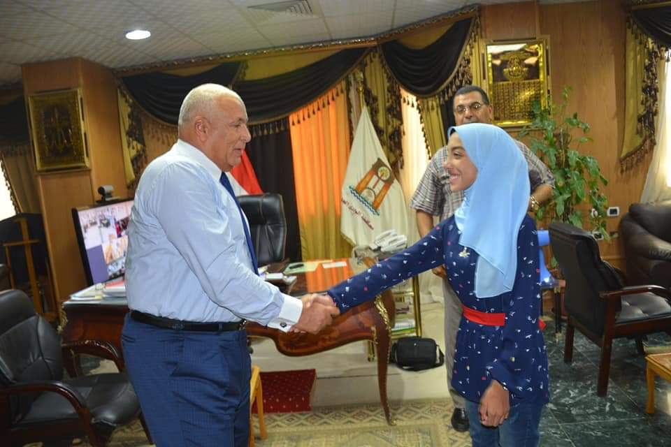 محافظ الوادى الجديد يكرم أوائل الشهادتين الإبتدائية والاعدادية الأزهرية  (5)
