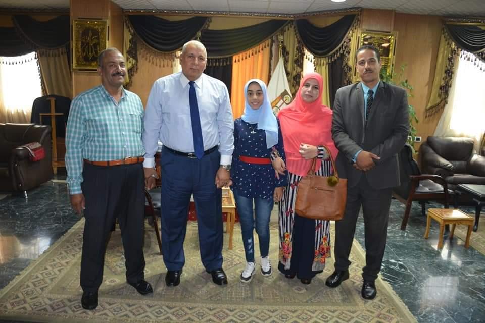 محافظ الوادى الجديد يكرم أوائل الشهادتين الإبتدائية والاعدادية الأزهرية  (2)