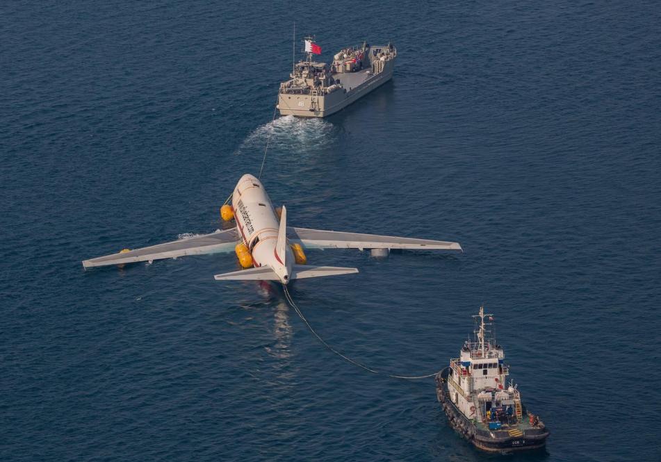 إغراق طائرة بوينج لإنشاء أكبر متنزه تحت الماء (2)