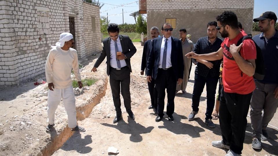 رئيس الجامعة يتابع حفر خط المياه