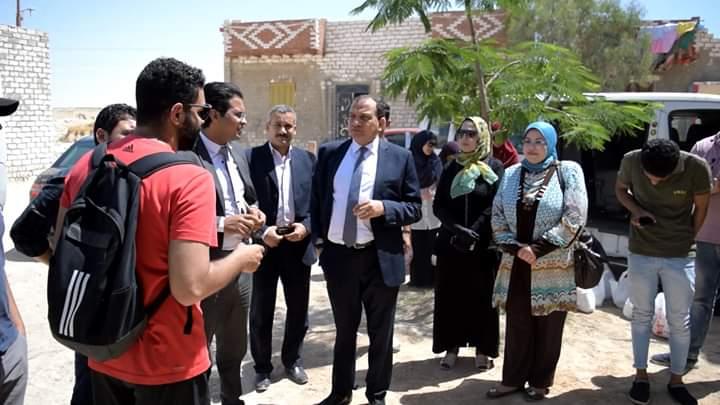 رئيس الجامعة والقيادات مع الطلاب