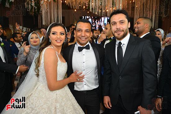 أحمد-حسن-مع-العروسان