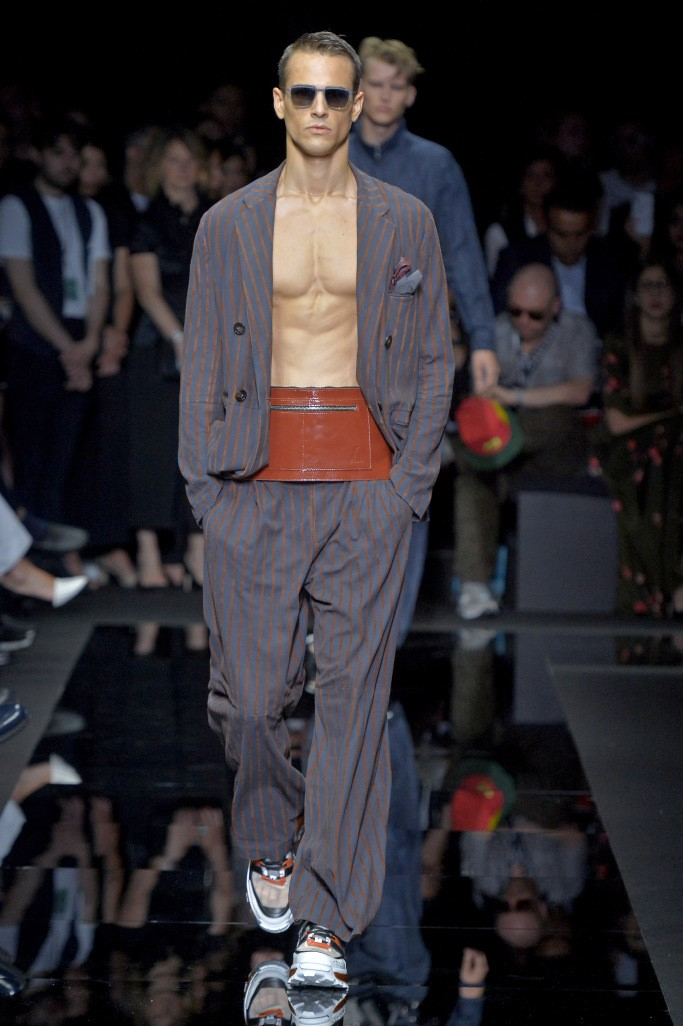 عرض أزياء جورجيو أرمانى 5