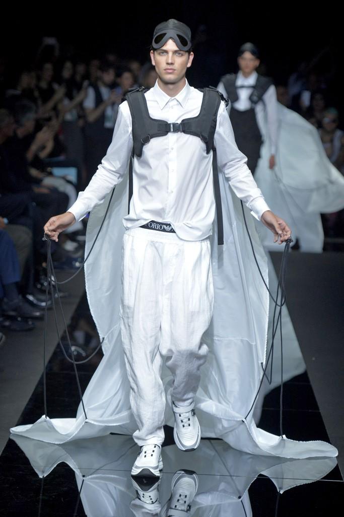 عرض أزياء جورجيو أرمانى 2