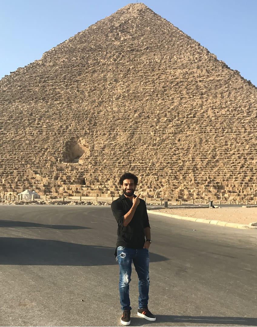 محمد صلاح أمام الأهرامات