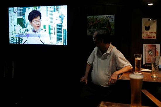 خطاب كاري لام الرئيسة التنفيذية لهونج كونج يجذب اهتمام المواطنين