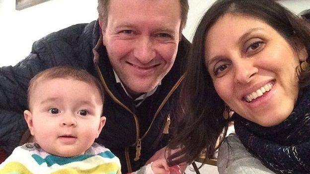 نازانين وطفلتها جابريللا وزوجها