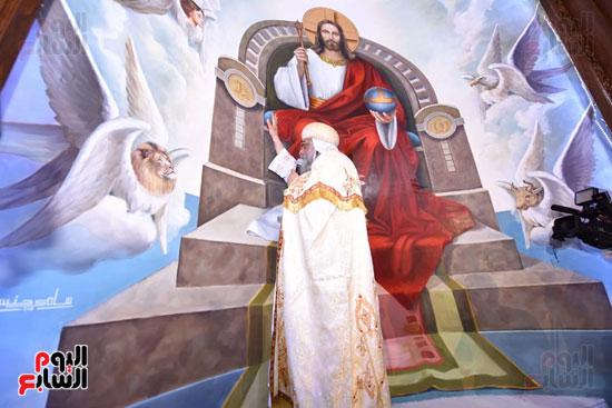 البابا يدشن صورة حضن  الاب