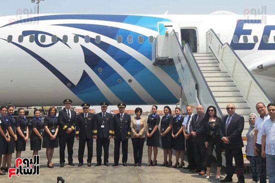 مصر للطيران  تستلم طائرة الأحلام الثالثة تصل مطار القاهرة.. وباريس أولى رحلاتها  57148--طائرة-الأحلام-الثالثة-تصل-مطار-القاهرة-(2)