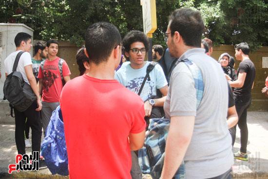 مناقشة الطلاب بعد الامتحان