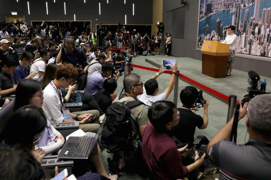 وسائل الإعلام تنقل خطاب كاري لام الرئيسة التنفيذية لهونج كونج