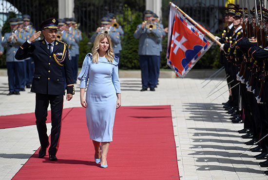رئيسة سلوفاكيا  فى طريقها للقصر