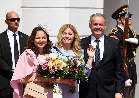رئيس سلوفاكيا السابق وزوجته يهنئان الرئيسة