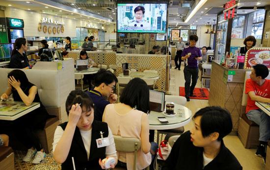 إذاعة خطاب كاري لام الرئيسة التنفيذية لهونج كونج فى المطاعم