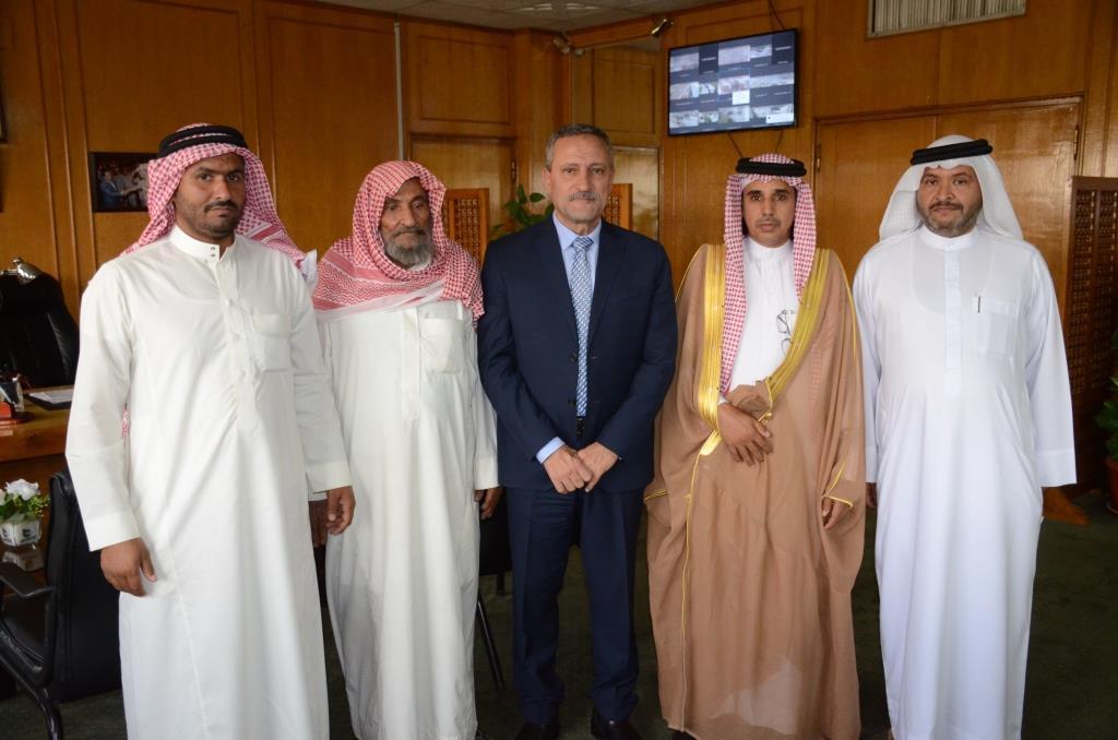 محافظ الإسماعيلية مع ممثلى قبيلة المساعيد (5)