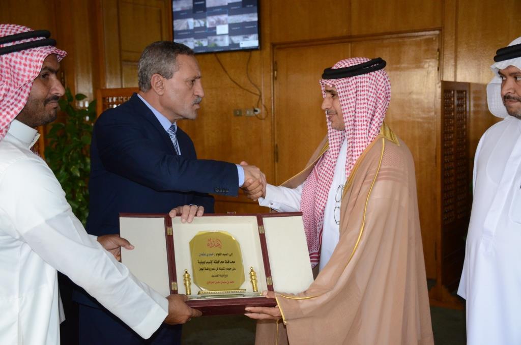 محافظ الإسماعيلية مع ممثلى قبيلة المساعيد (6)
