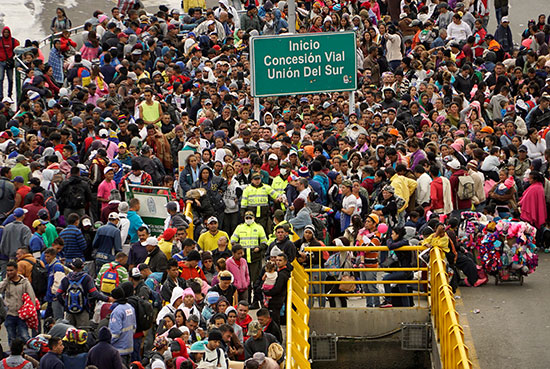 احتشاد المهاجرين على الحدود مع الإكوادور