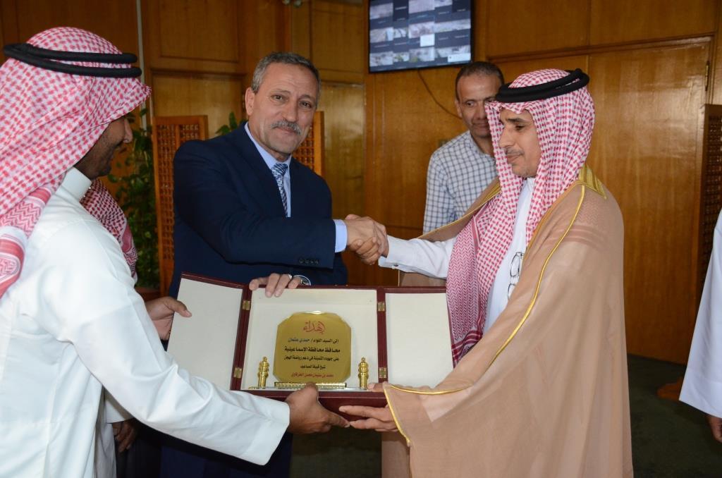 محافظ الإسماعيلية مع ممثلى قبيلة المساعيد (7)