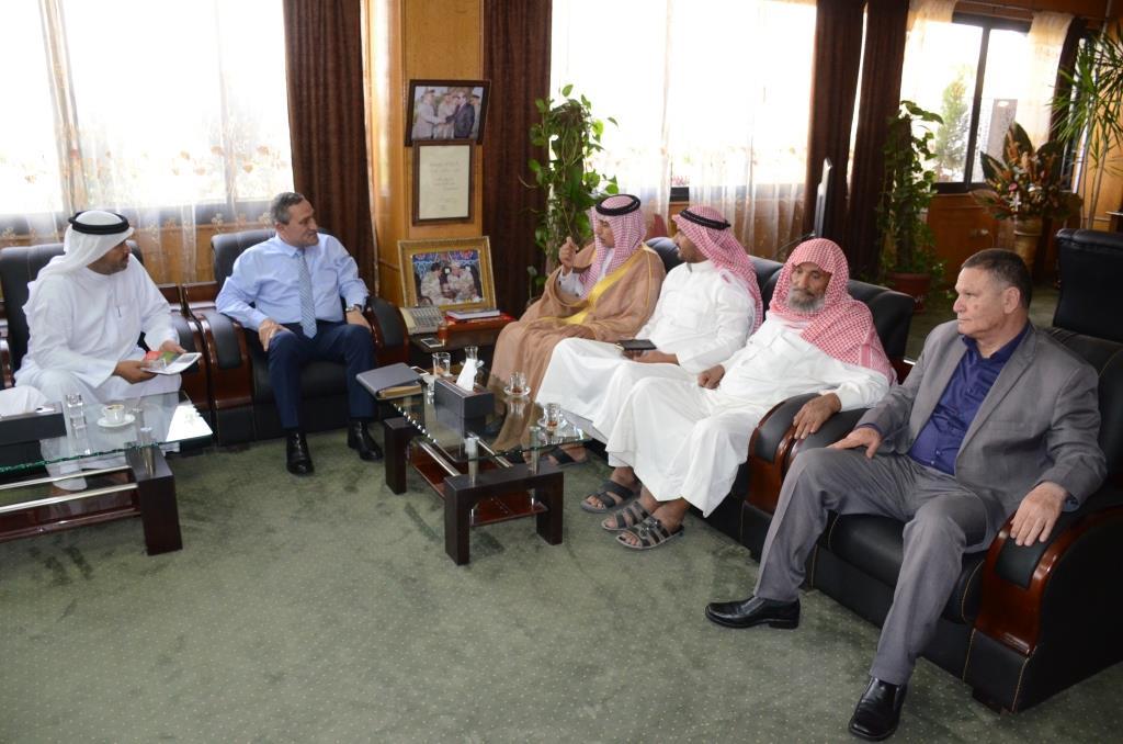 محافظ الإسماعيلية مع ممثلى قبيلة المساعيد (3)