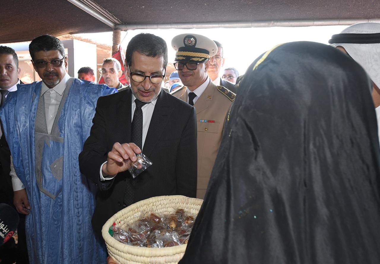 رئيس الحكومة المغربية فى جناح الإمارات