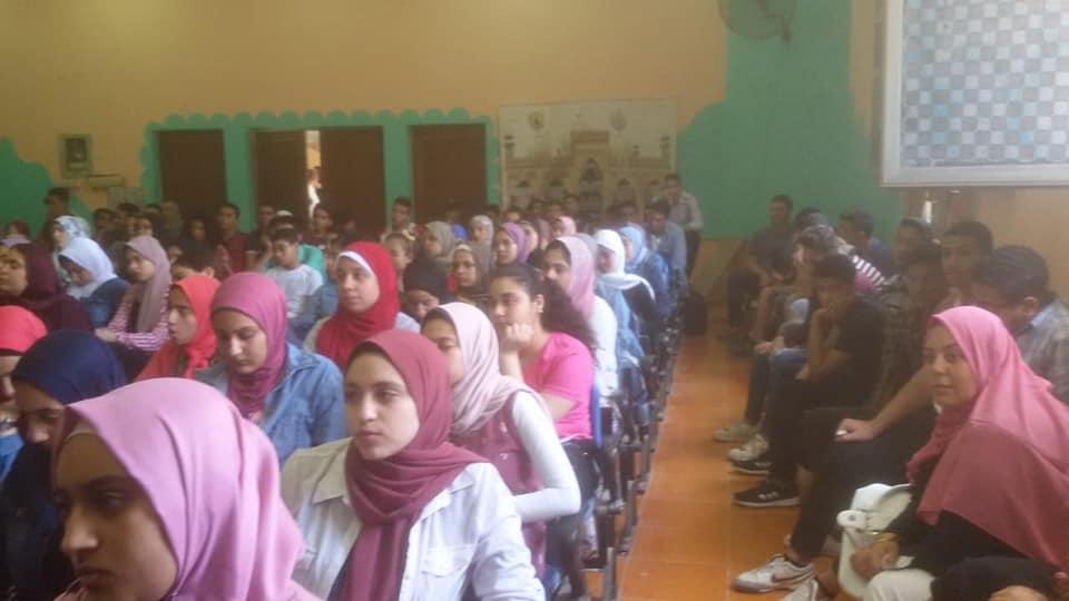 تدريب طلاب الصف الأول الثانوى على التابلت بالقليوبية (1)