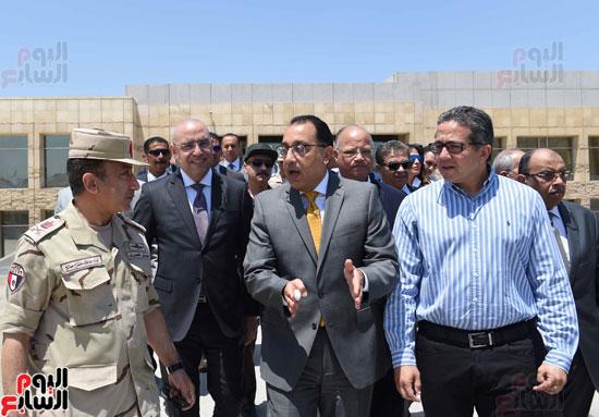 مدبولى يوجه بخطة عمل مكثفة للانتهاء من تطوير المنطقة المحيطة بمتحف الحضارة