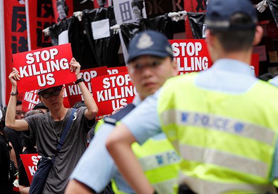 احتشاد الاف المتظاهرون فى هونج كونج مطالبين بتنحى القادة  (3)