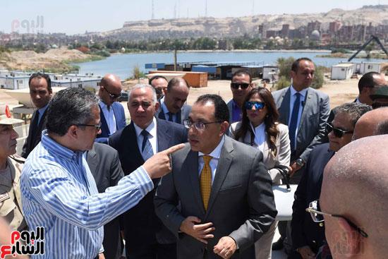 رئيس الوزراء يتابع الإنتهاء من تنفيذ اﻻعمال  بالمرحلة الثانية للمتحف بنسبة 95