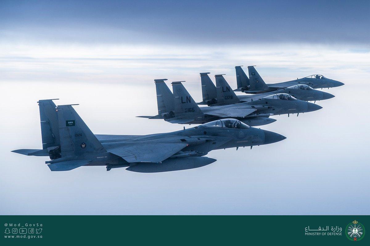 طائرات سعودية تحلق فوق الخليج العربى