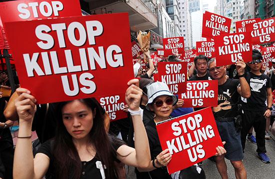 احتشاد الاف المتظاهرون فى هونج كونج مطالبين بتنحى القادة  (5)