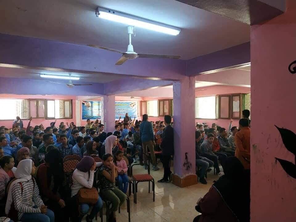 أهالى شمال سيناء يتحدون الأرهاب بتشجيع المنتخب الوطنى  (2)