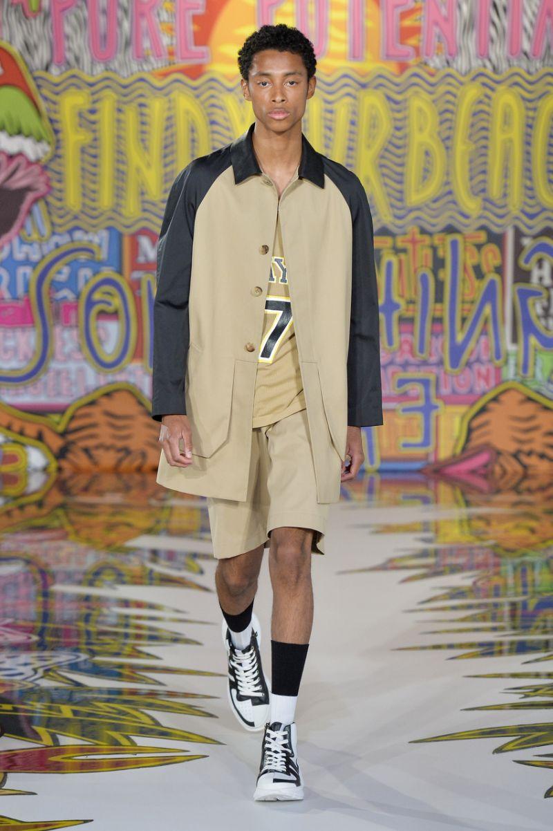 ملابس رياضيه من عرض أزياء نيل باريت